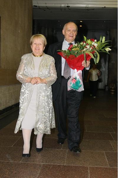 Добронравов с женой Александрой Пахмутовой