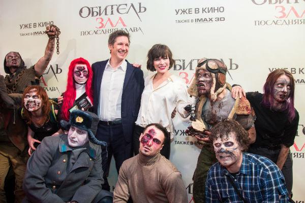 Зомби окружили актрису и ее мужа