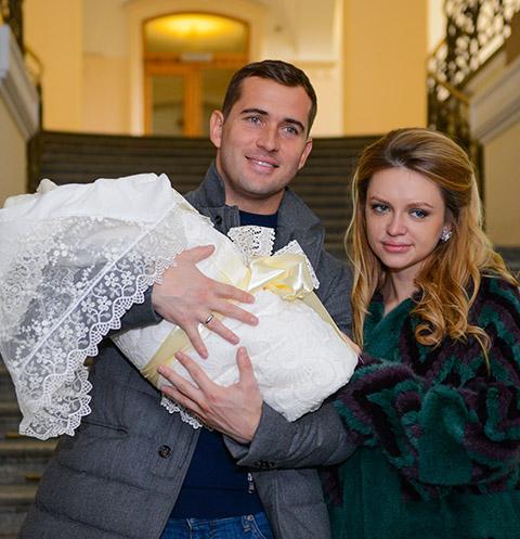 александр кержаков развод с женой шли