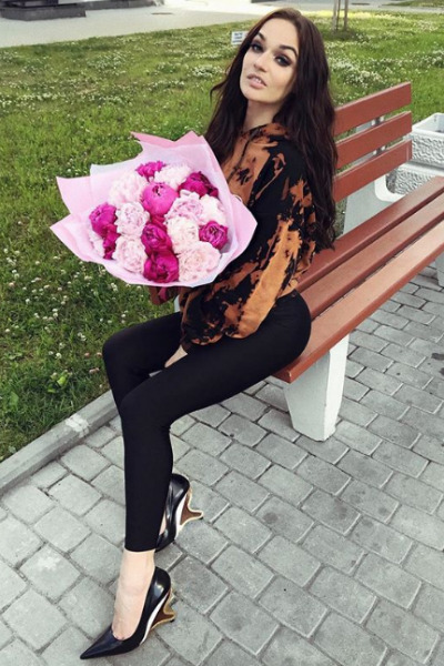 Алена не скрывает, что любит получать подарки от мужа