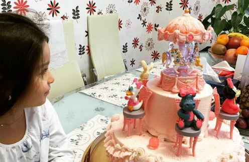 Маруся получила в честь выздоровления сказочный торт