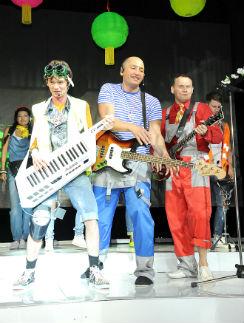 Венцеслав Венгржановский, Рустам Солнцев и Степан Меньщков устроили на сцене настоящее шоу!