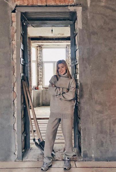 Юлианна Караулова пока еще среди голых стен своей квартиры