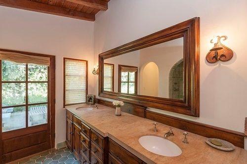 В доме Роберта Паттинсона окна в каждой комнате