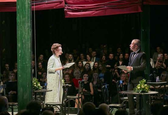 Ведущие церемонии Анастасия Харитонова и Тумур Скляров