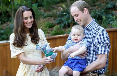Принц Георг с родителями во время поездки в Австралию