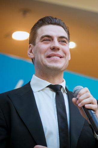 Дмитрий Дюжев исполнил несколько песен