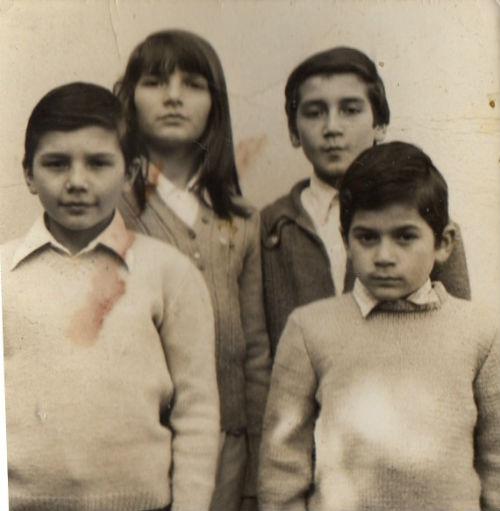 Альваро (крайний  слева) с братьями и сестрой сразу после приезда в СССР