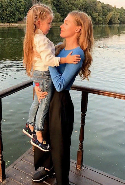 Кристина Асмус с дочерью Анастасией
