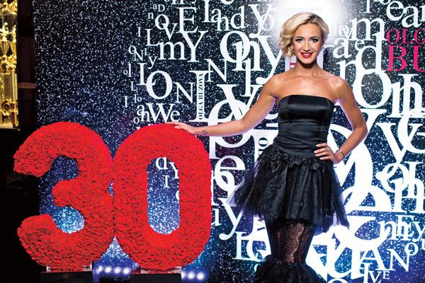 За вечер Ольга показала два шикарных платья от марки Kate'S