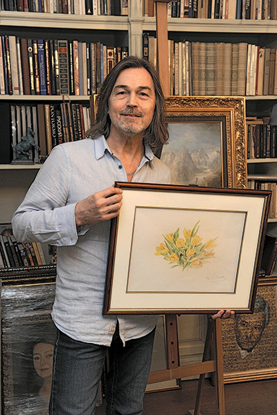 «Я написал для Аллы   картину с тюльпанами.   Именно с этими   цветами у меня   ассоциируется весна»