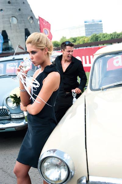 Вместо традиционного белого наряда невеста надела на свадьбу черное платье и отказалась от фаты