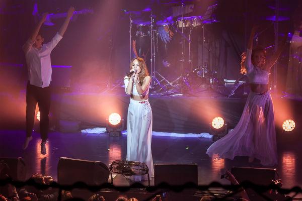 Зрители приняли любимую певицу невероятно тепло