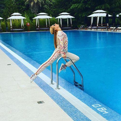 Татьяна Навка показывает отличную спортивную форму