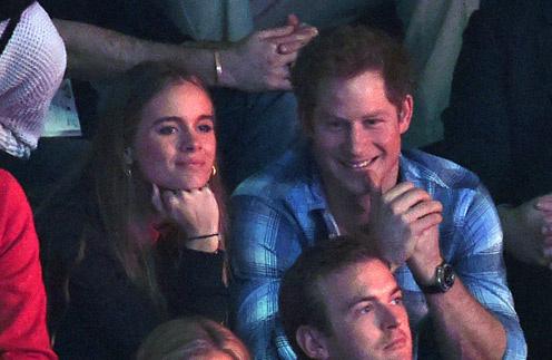 Крессида Бонас и принц Гарри на стадионе Уэмбли