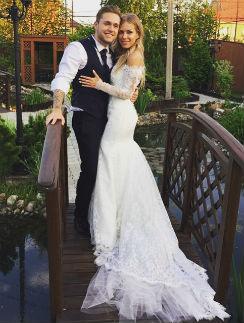 Влад Соколовский женился на Дакоте ровно через 25 лет со дня