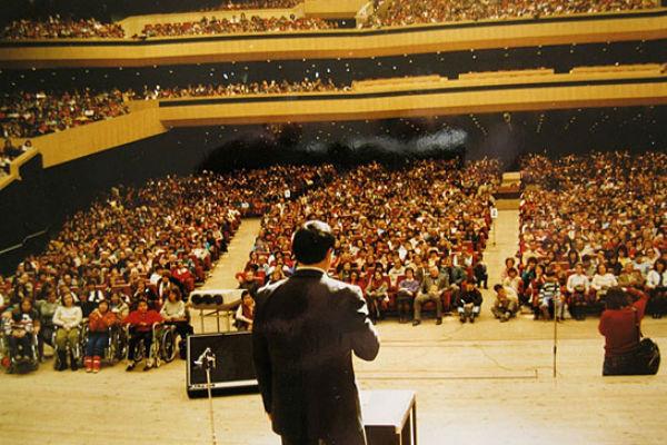 Миллионы людей смотрели программы Кашпировского