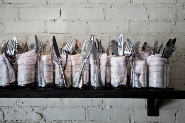 Ножи и терки необходимо мыть после каждого соприкосновения с едой
