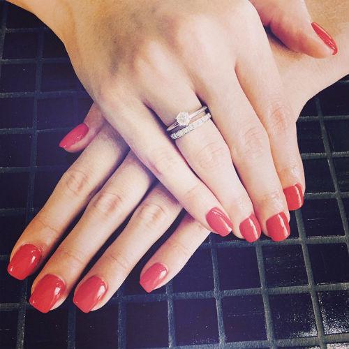 Полина показала обручальное кольцо