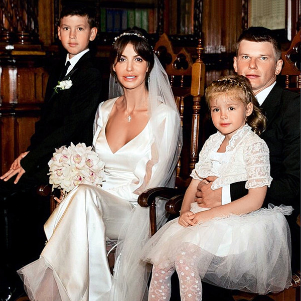 Алиса Казмина с мужем и детьми
