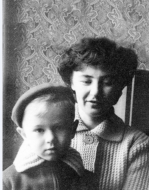 Будущая звезда с мамой Брониславой, 1961 год
