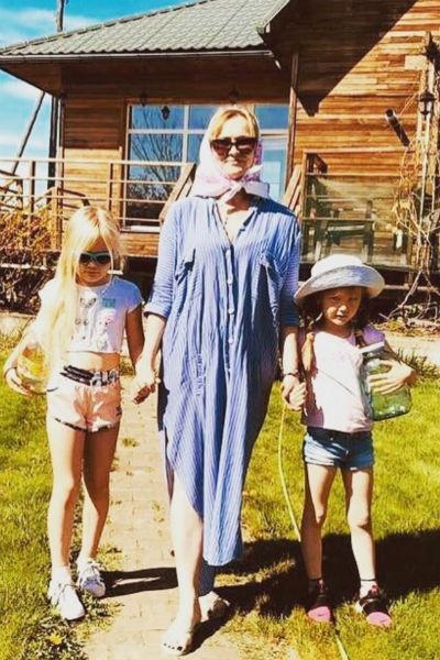 Мария Машкова с дочерьми Стефанией и Александрой