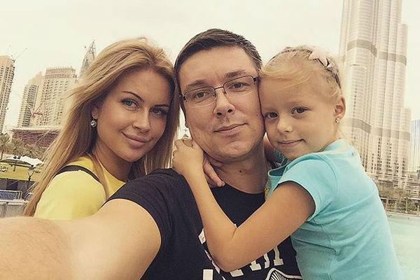 Совсем недавно Андрей познакомил любимую с дочерью
