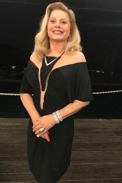 Актриса и в свои 66 лет продолжает пользоваться популярностью у противоположного пола