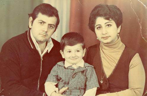 Одно из любимых детских фото. Миша с родителями