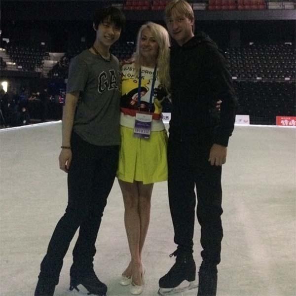 Евгений в компании жены Яны и Олимпийского чемпиона Сочи Юзуру Ханью
