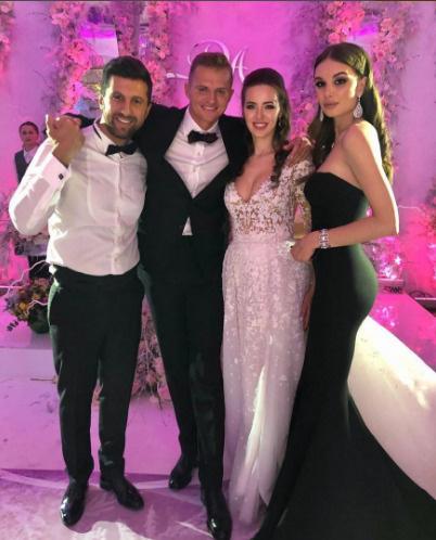 Дмитрий Тарасов и Анастасия Костенко с друзьями