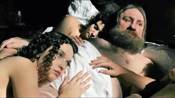 Постельную сцену снимали около получаса (на фото слева – Лидия Муравьева)