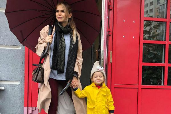Анна Хилькевич со старшей дочерью Аришей