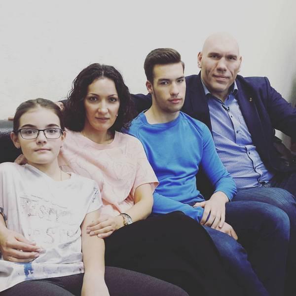Дружная семья Николая Валуева