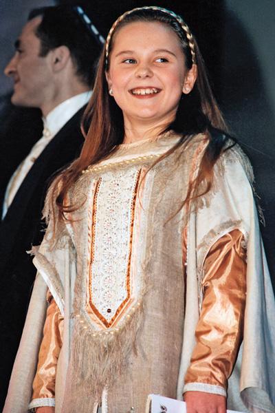 Певица с детства участвовала в больших концертах, 1990-е