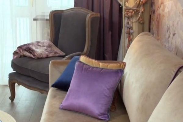 Комнату выполнили с использованием фиолетовых тонов