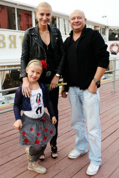 Ксения и Дмитрий вместе с дочерью Анфисой