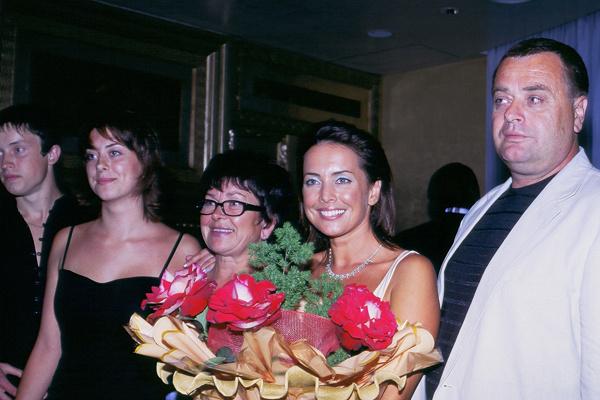 Сестра Жанны Наталья, мама Ольга, Жанна Фриске и ее отец Владимир