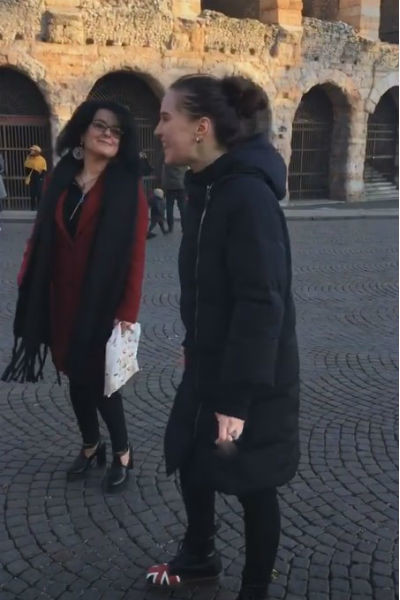 Дочь Ларисы Гузеевой гуляла рядом с мамой с сигаретой в руках