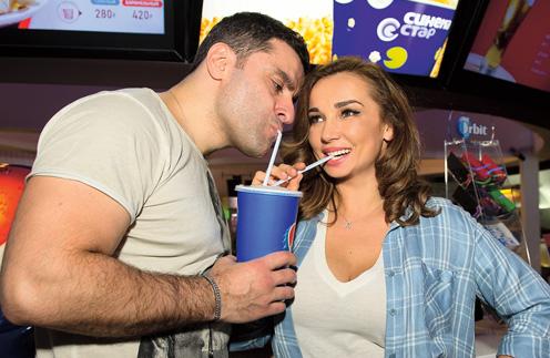 Несмотря на плотный график, супруги стараются устраивать друг другу романтические сюрпризы