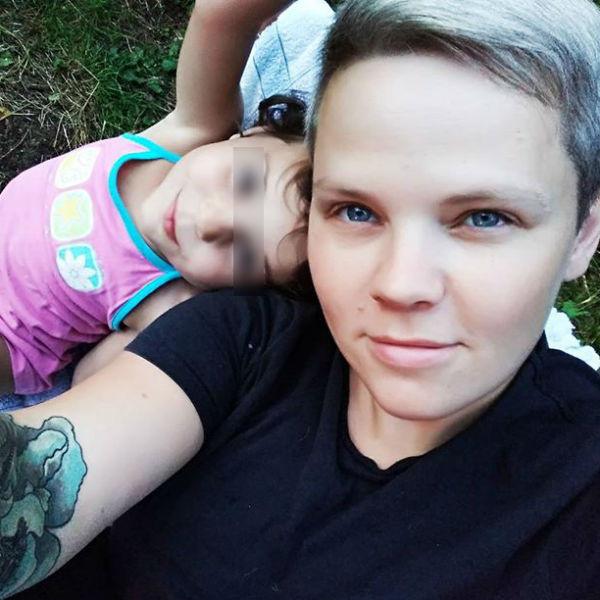 Юлия Савиновских воспитывает троих детей, которых родила сама
