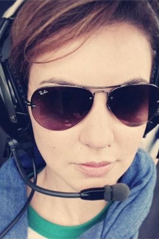 Таня Геворкян летит в вертолете к вулкану