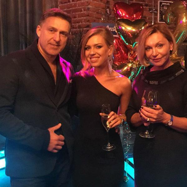 Рита Дакота с родителями Влада Соколовского