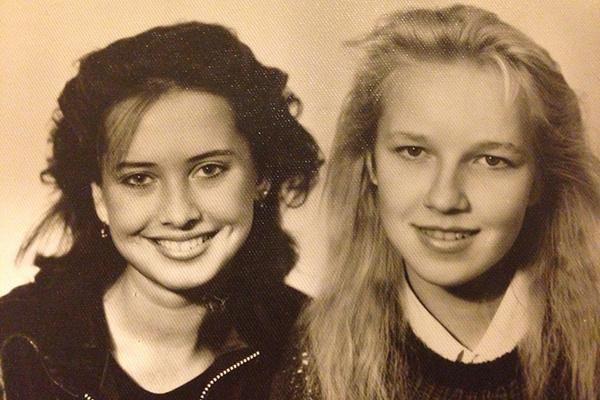 Жанна Фриске и ее лучшая школьная подруга  Наталья Волохова (9-й класс, 1989 год)