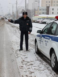 Инспектор ДПС Денис Хазгалиев слышит от водителей добрые слова только в самую волшебную ночь года