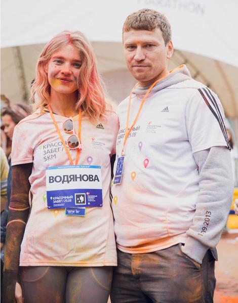 Наталья Водянова с директором Московского марафона Дмитрием Тарасовым
