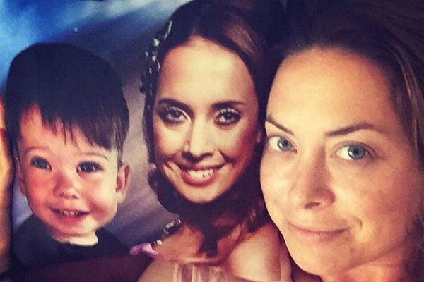 Поклонники Жанны подарили ее сестре подушку с изображением Платона с мамой