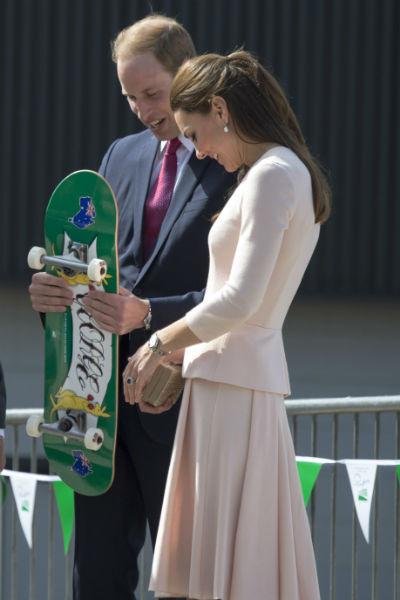 Теперь у принца Георга есть именной скейт - осталось только подрасти