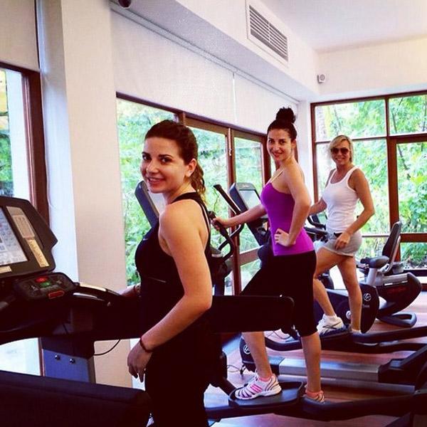 Галя и Марина Юдашкины поддерживают спортивный азарт Жасмин