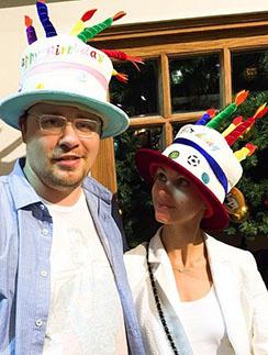 Гарик Харламов и Кристина Асмус поздравили дочку, надев забавные шляпки